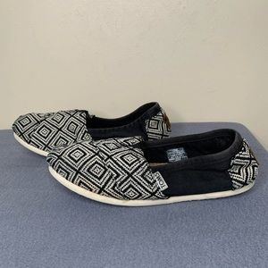 Toms Women's Black and White Loafer Shoes Sz 7